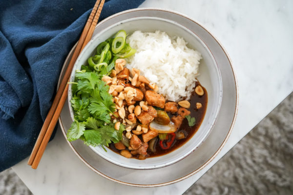 Tallrik med sötsur asiatisk wok